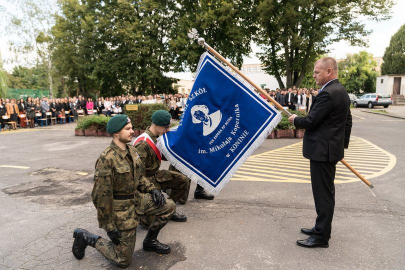 Nowy sztandar dla Zespołu Szkół im. Mikołaja Kopernika w Koninie