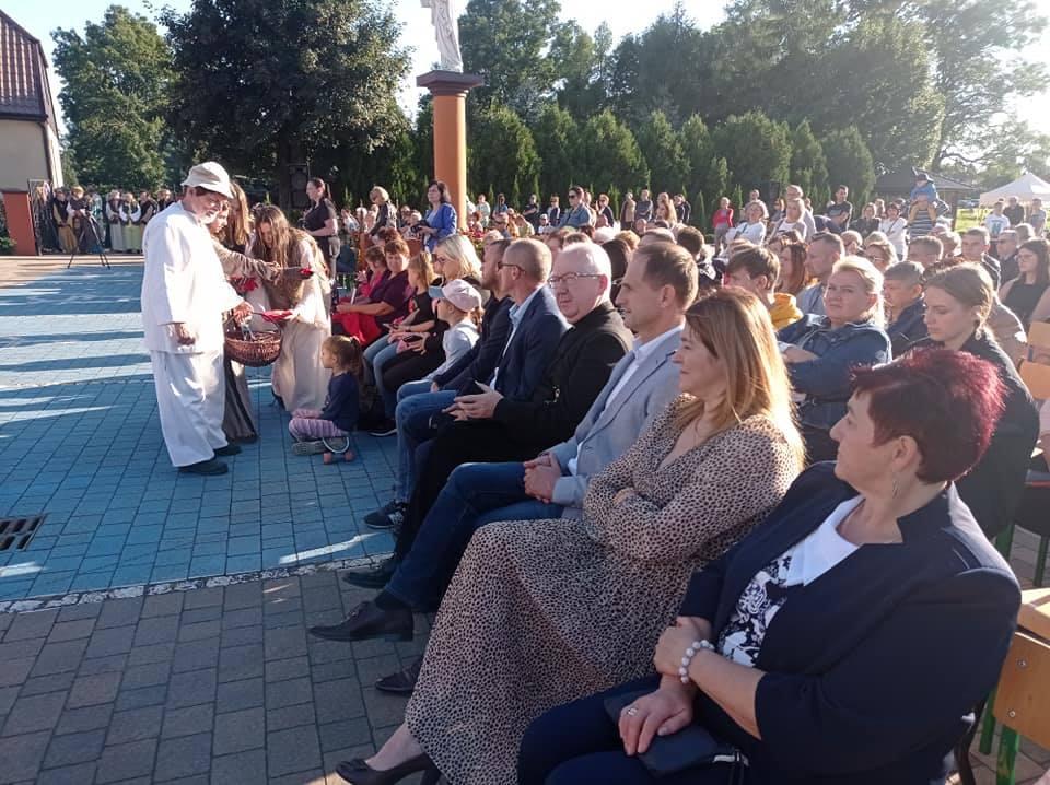 """Spektakl plenerowy """"Nasi Patronowie"""". Kazimierz Biskupi"""