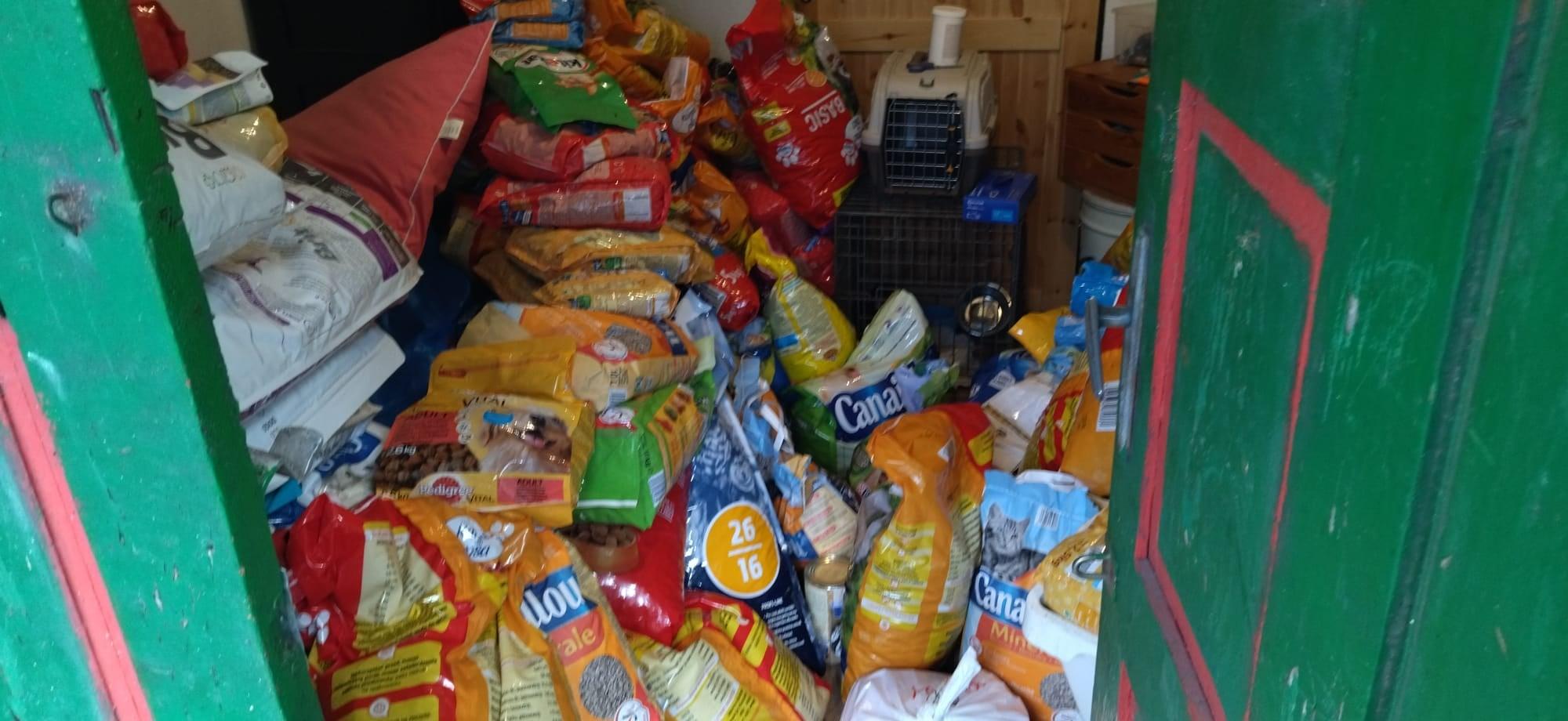 Była robota, zebrali karmę dla psa i kota :-)