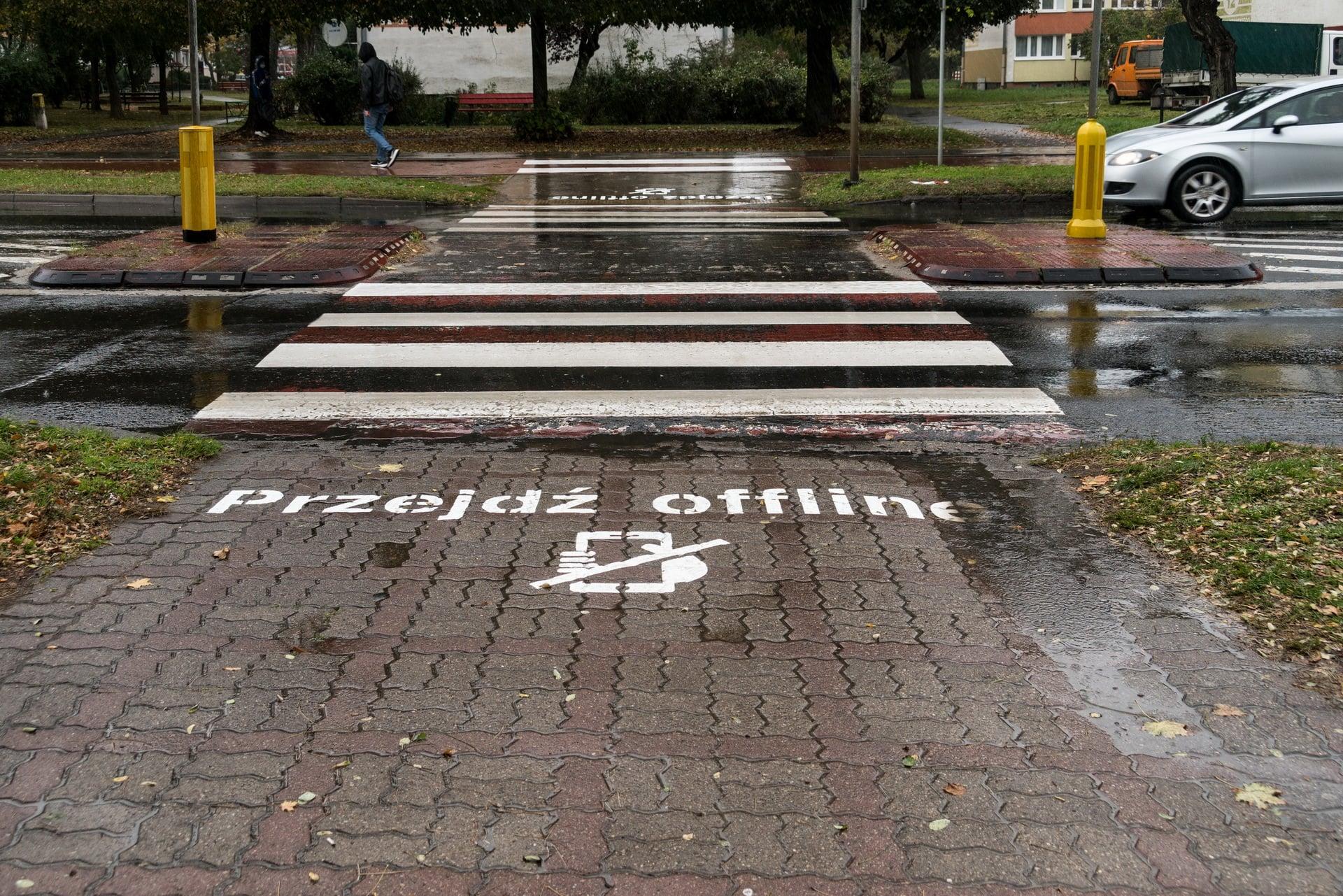 Bez fona na przejściu dla pieszych
